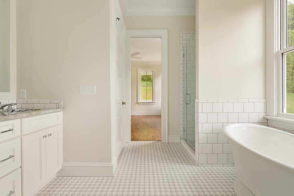 modern-farmhouse-master-bath_asheville-builders